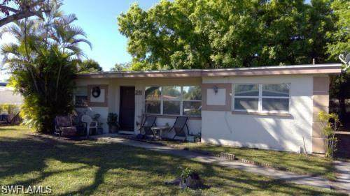 1402 Gardenia Avenue, Fort Myers, FL 33916 (MLS #220038002) :: RE/MAX Realty Group