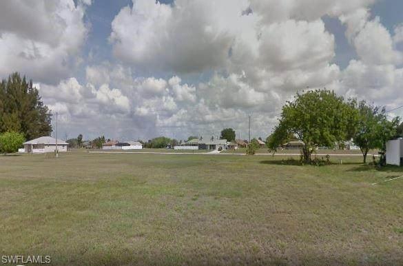 631 NE 6th Terrace, Cape Coral, FL 33909 (MLS #220041536) :: Palm Paradise Real Estate