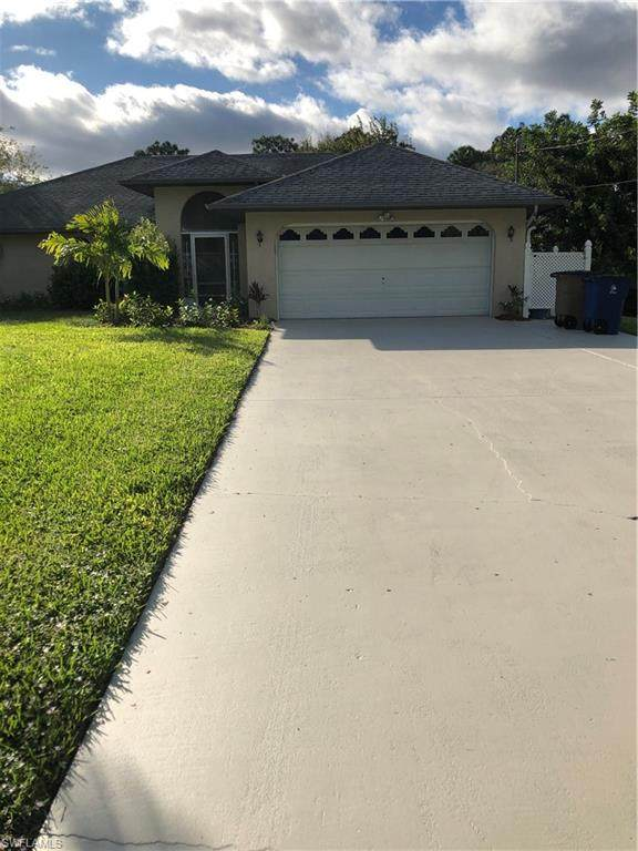 117 Columbus Avenue, Lehigh Acres, FL 33936 (MLS #220056594) :: Florida Homestar Team