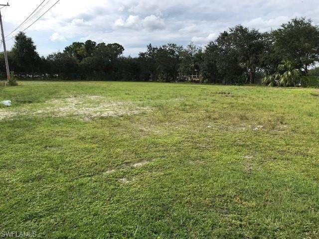 2215 NE 6th Street, Cape Coral, FL 33909 (MLS #220065935) :: Clausen Properties, Inc.