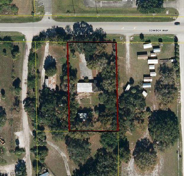 955 W Cowboy Way, Labelle, FL 33935 (MLS #220072363) :: The Naples Beach And Homes Team/MVP Realty