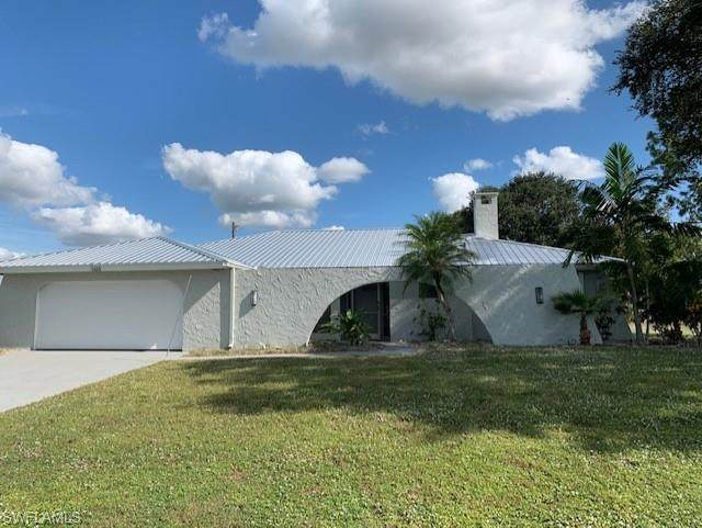 1665 Country Club Parkway, Lehigh Acres, FL 33936 (MLS #220078453) :: Premier Home Experts