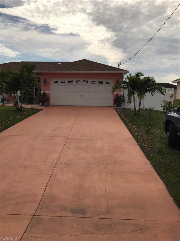 3301 33rd Street SW, Lehigh Acres, FL 33976 (MLS #220080667) :: Florida Homestar Team