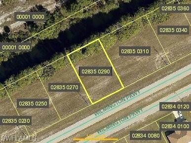 629 Wilmington Parkway, Cape Coral, FL 33993 (MLS #221004081) :: Clausen Properties, Inc.