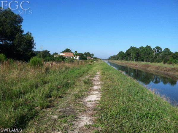 7502 Beth Avenue N, Lehigh Acres, FL 33971 (MLS #221014844) :: RE/MAX Realty Group