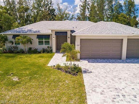 902 SW 15th Avenue, Cape Coral, FL 33991 (#221016518) :: The Dellatorè Real Estate Group