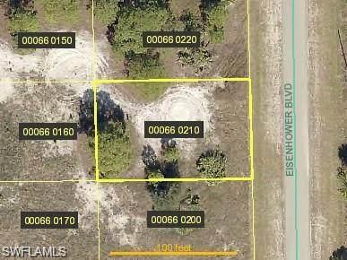 460 Eisenhower Boulevard, Lehigh Acres, FL 33974 (MLS #221017481) :: Avantgarde