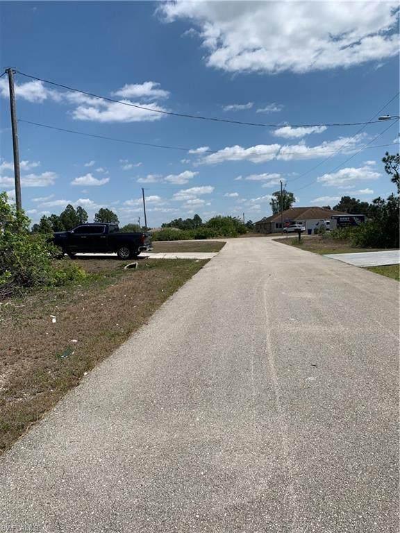 217 Paxton Street, Lehigh Acres, FL 33974 (MLS #221026383) :: Florida Homestar Team