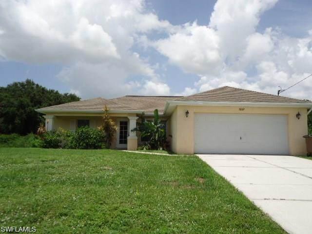 3002 40th Street SW, Lehigh Acres, FL 33976 (MLS #221028959) :: Realty World J. Pavich Real Estate