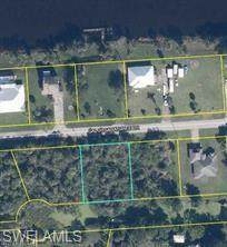 8205 Caloosahatchee Drive, Moore Haven, FL 33471 (MLS #221032328) :: Wentworth Realty Group