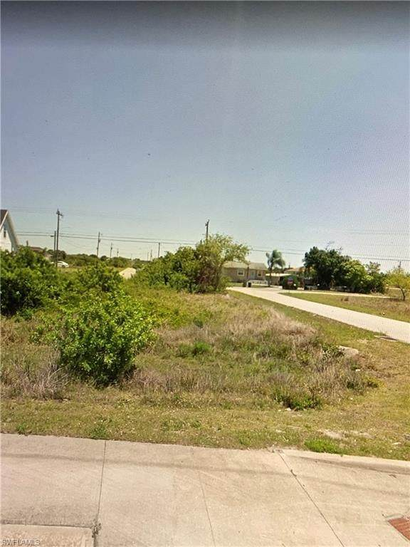 1616 Floyd Avenue S, Lehigh Acres, FL 33976 (#221034360) :: Southwest Florida R.E. Group Inc