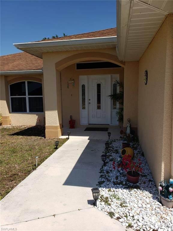 3704 11th Street SW, Lehigh Acres, FL 33976 (#221035171) :: Caine Luxury Team