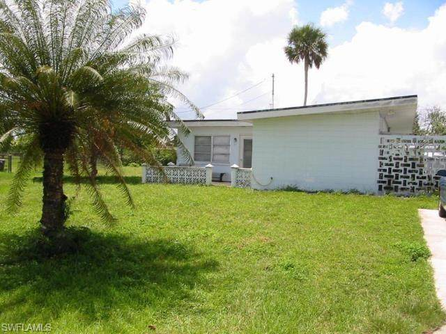 1102 Westminster Street W, Lehigh Acres, FL 33936 (MLS #221043339) :: BonitaFLProperties