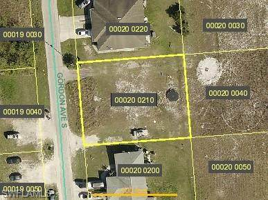 1113 Gordon Avenue S, Lehigh Acres, FL 33973 (#221046007) :: The Dellatorè Real Estate Group