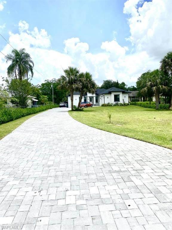 4442 10th Street NE, Naples, FL 34120 (MLS #221050796) :: The Naples Beach And Homes Team/MVP Realty
