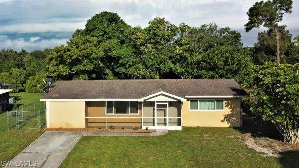 403 Cactus Circle, Lehigh Acres, FL 33936 (#221055018) :: Caine Luxury Team