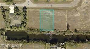 818 NE 41st Lane, Cape Coral, FL 33909 (MLS #221055347) :: Crimaldi and Associates, LLC