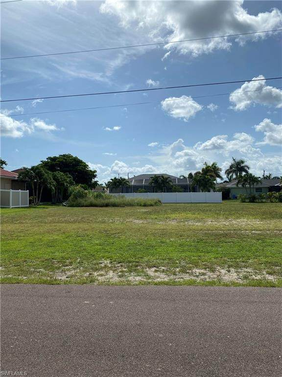4402 SW 25th Place, Cape Coral, FL 33914 (MLS #221055820) :: RE/MAX Realty Group