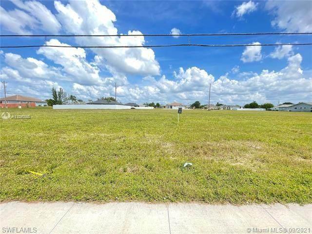 123 Chiquita Boulevard N, Cape Coral, FL 33993 (MLS #221067099) :: Domain Realty