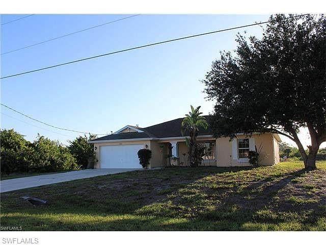 1024 Cavanagh Avenue, Lehigh Acres, FL 33971 (MLS #221068680) :: Domain Realty