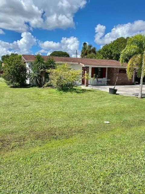 2165 E Gardenia Circle, North Fort Myers, FL 33917 (MLS #221072826) :: Florida Homestar Team