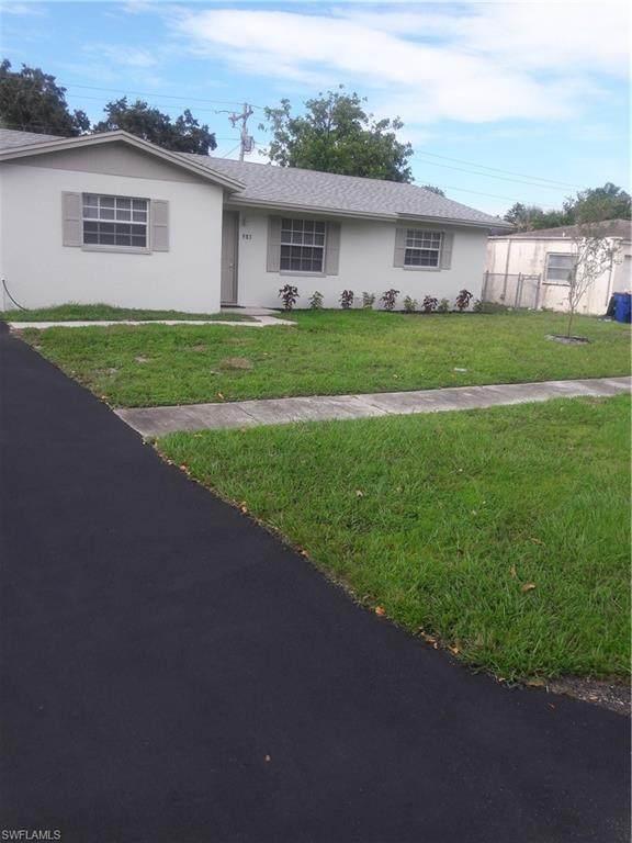983 Jasmine Street, North Fort Myers, FL 33903 (MLS #221073556) :: #1 Real Estate Services