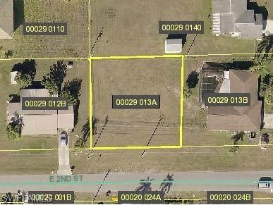 2705 E 2nd Street, Lehigh Acres, FL 33936 (MLS #221073892) :: Clausen Properties, Inc.