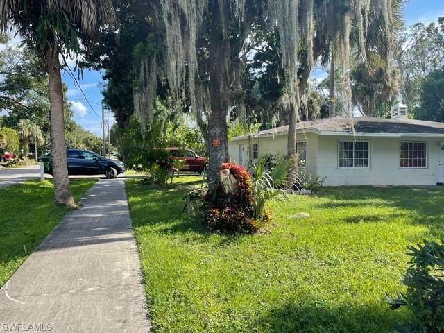 3736 Edgewood Avenue, Fort Myers, FL 33916 (MLS #221074423) :: Clausen Properties, Inc.