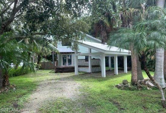 1195 Mockingbird Lane, Naples, FL 34104 (MLS #221074595) :: Clausen Properties, Inc.