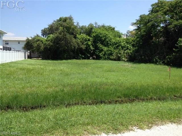 5545 Palmetto St, Fort Myers Beach, FL 33931 (#201229795) :: Homes and Land Brokers, Inc