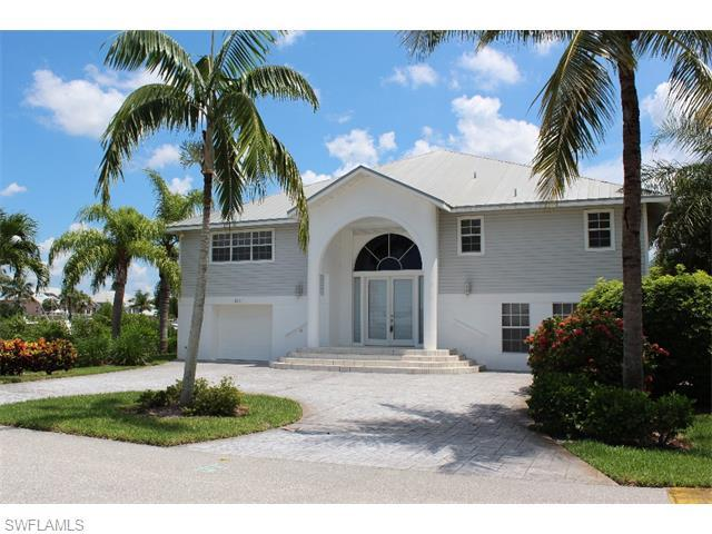18081 Old Pelican Bay Dr, Fort Myers Beach, FL 33931 (MLS #215032917) :: The New Home Spot, Inc.