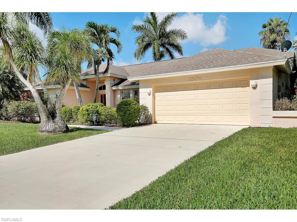 2504 SE 24th Pl, Cape Coral, FL 33904 (MLS #215044945) :: The New Home Spot, Inc.