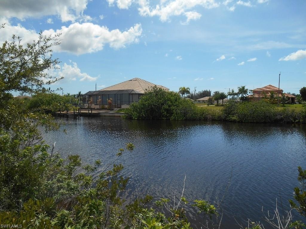 307 NW 33rd Ave, Cape Coral, FL 33993 (#215046537) :: Homes and Land Brokers, Inc