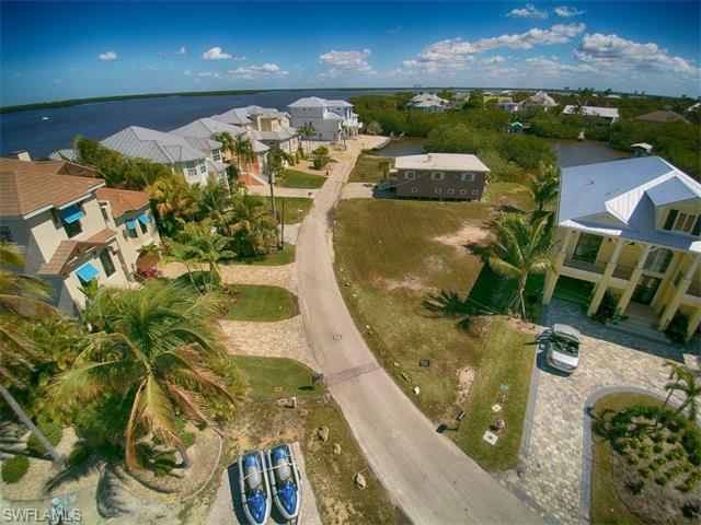 390 Seminole Way, Fort Myers Beach, FL 33931 (#215046681) :: Homes and Land Brokers, Inc