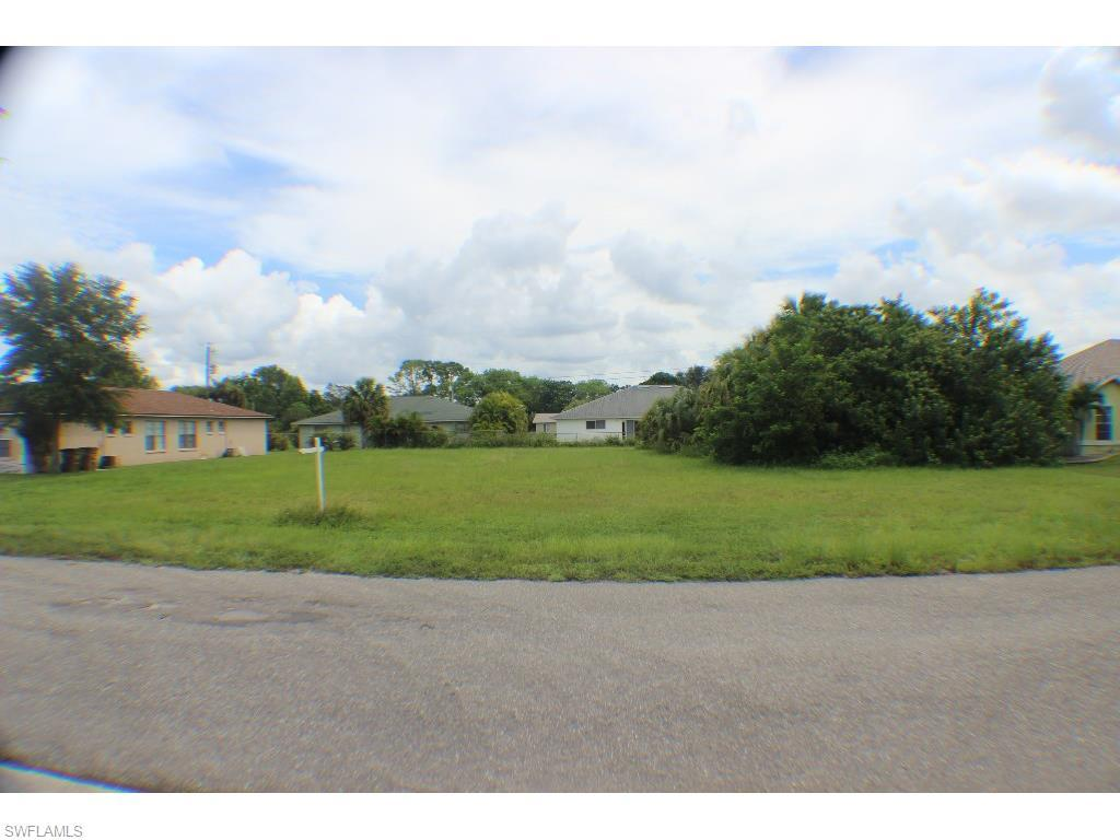 515 NE 24th Pl, Cape Coral, FL 33909 (#215051432) :: Homes and Land Brokers, Inc
