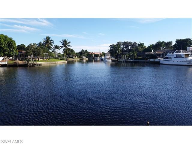 904 N Town And River Dr, Fort Myers, FL 33919 (MLS #216005841) :: The New Home Spot, Inc.