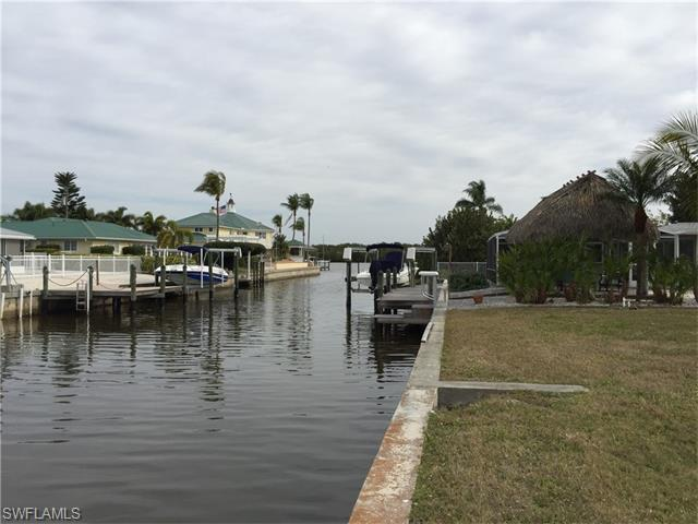 435 Madison Ct, Fort Myers Beach, FL 33931 (MLS #216012254) :: RE/MAX DREAM