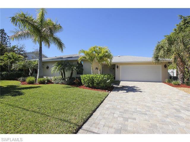 935 Lindgren Blvd, Sanibel, FL 33957 (MLS #216012692) :: The New Home Spot, Inc.