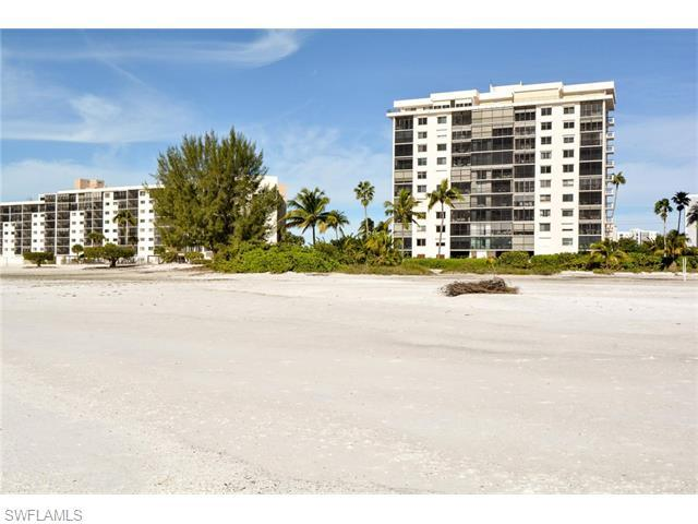 8402 Estero Blvd #304, Fort Myers Beach, FL 33931 (MLS #216017077) :: The New Home Spot, Inc.