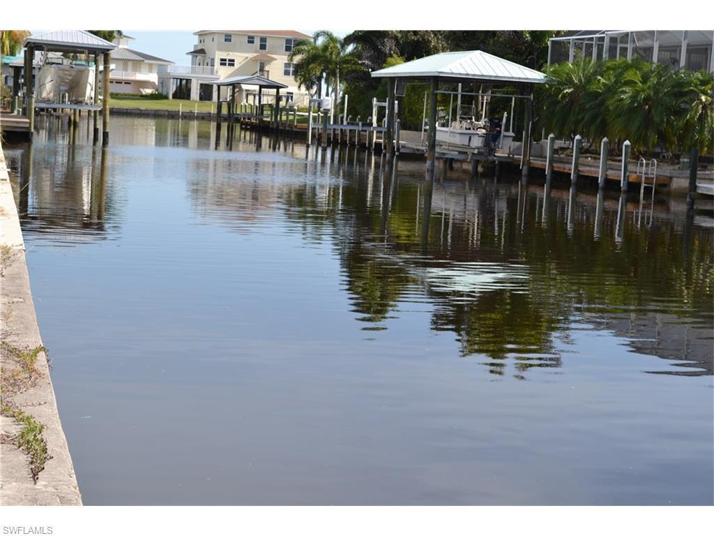2385 Macadamia Ln, St. James City, FL 33956 (#216040612) :: Homes and Land Brokers, Inc