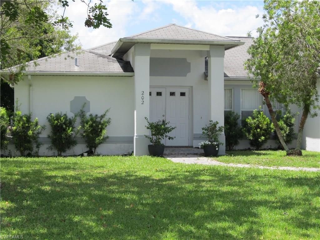202 SE 19th St, Cape Coral, FL 33990 (MLS #216041345) :: The New Home Spot, Inc.