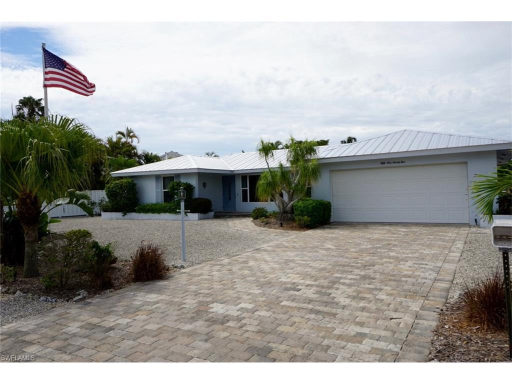 5195 Williams Dr, Fort Myers Beach, FL 33931 (MLS #216043188) :: The New Home Spot, Inc.
