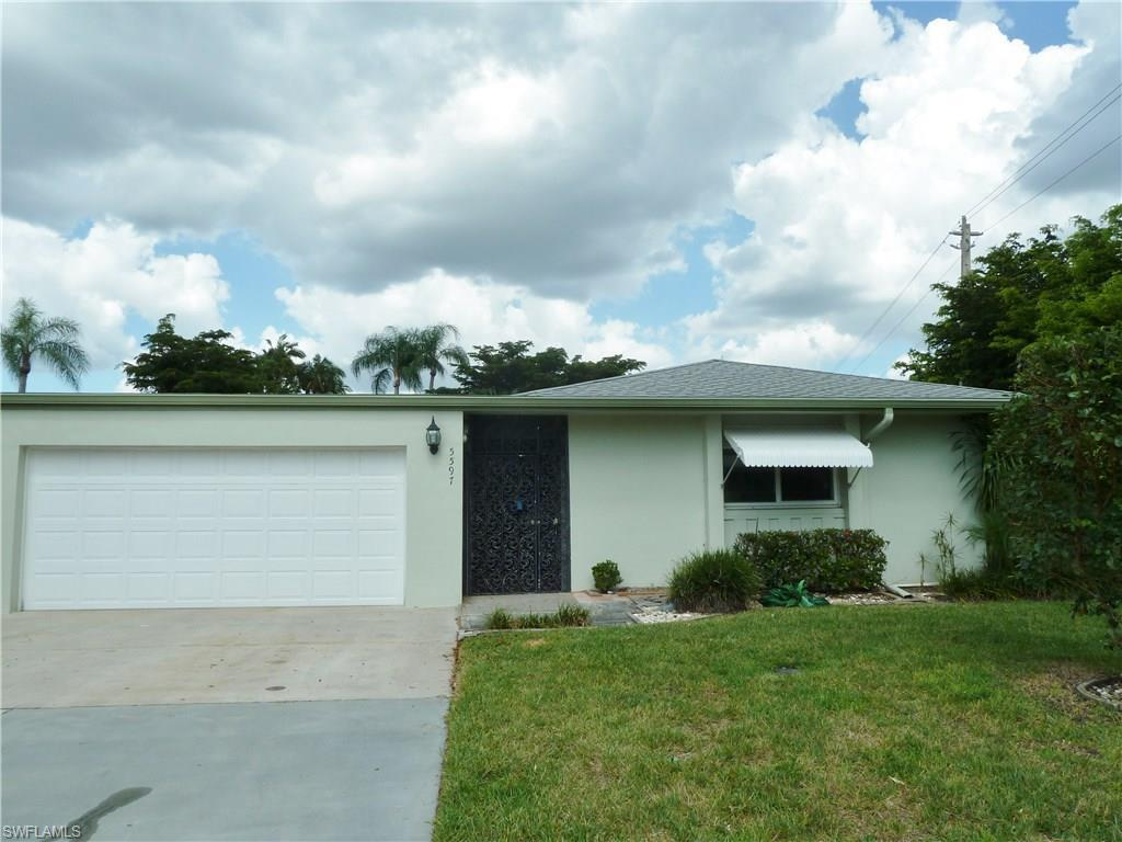 5597 Boynton Ln, Fort Myers, FL 33919 (MLS #216046587) :: The New Home Spot, Inc.
