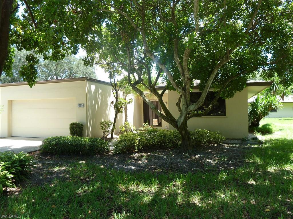 5865 Wild Fig Ln, Fort Myers, FL 33919 (MLS #216051104) :: The New Home Spot, Inc.