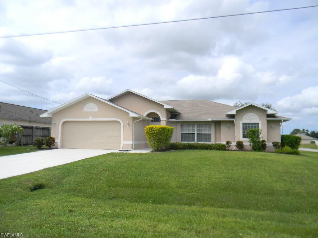320 NE 14th Ave, Cape Coral, FL 33909 (MLS #216054831) :: The New Home Spot, Inc.