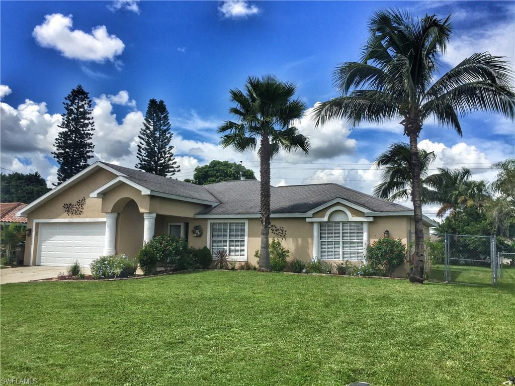 1313 SE 26th Ter, Cape Coral, FL 33904 (#216055986) :: Homes and Land Brokers, Inc