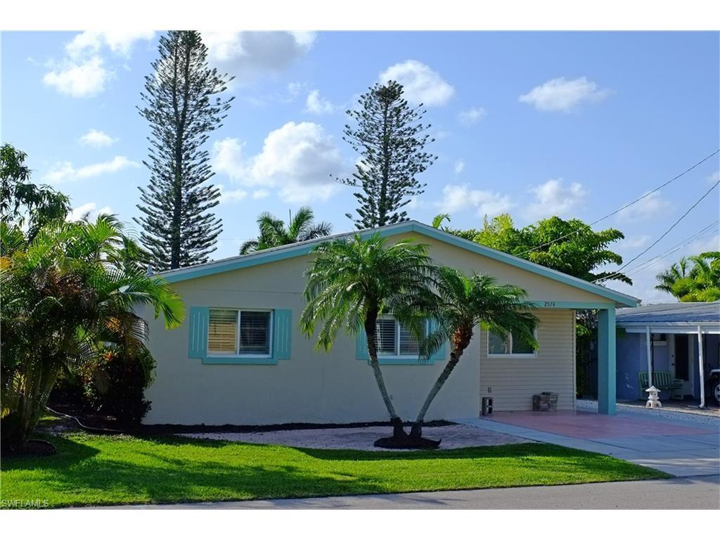 2574 Bayshore Dr, Matlacha, FL 33993 (MLS #216060292) :: The New Home Spot, Inc.