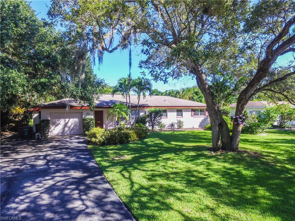 1333 Shadow Ln, Fort Myers, FL 33901 (MLS #216063471) :: The New Home Spot, Inc.