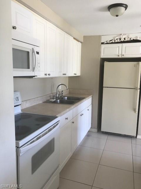 2197 Coronet St, Fort Myers, FL 33907 (MLS #218060099) :: RE/MAX DREAM