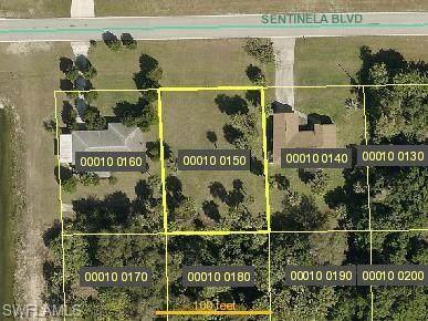 852 Sentinela Boulevard, Lehigh Acres, FL 33974 (MLS #220072482) :: RE/MAX Realty Group